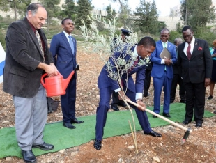 president-edgar-chagwa-lungu-plants-a-tree-at-the-grove-of-the-nation-in-the-jerusalem-forest-on-tuesday-28-02-2017pg-4560-1.jpg